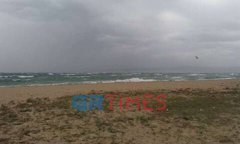 Καιρός: Προβλήματα στη Θεσσαλονίκη από το μπουρίνι και τους ισχυρούς ανέμους