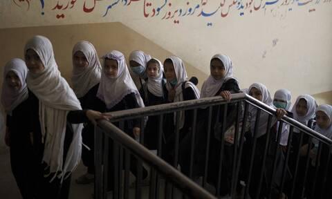 Αφγανιστάν: Τα σχολεία άνοιξαν μόνο για τα αγόρια - Αποκλεισμένα τα κορίτσια από την εκπαίδευση