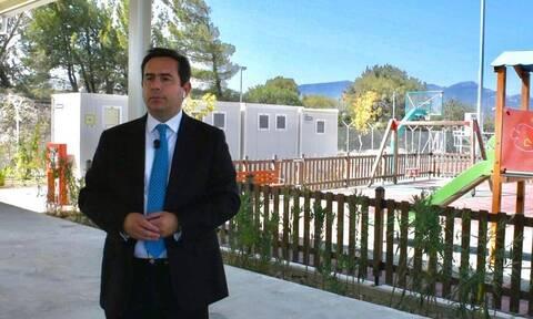 Στη Σάμο ο υπουργός Μετανάστευσης και Ασύλου Νότης Μηταράκης – Εγκαινίασε νέα ελεγχόμενη δομή