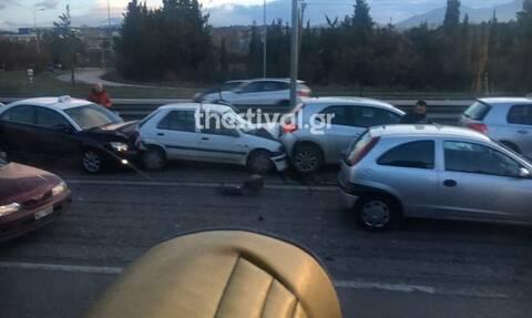 Χάος στην Ε.Ο. Θεσσαλονίκης - Μουδανιών: Καραμπόλα 7 οχημάτων εξαιτίας της βροχής
