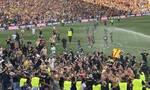 Ligue 1: Χαμός στο Λανς-Λιλ - Οπαδοί έκαναν ντου στον αγωνιστικό χώρο (pics+vids)
