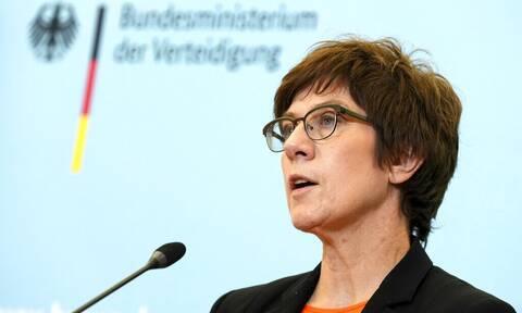 Γερμανία: Η Κραμπ-Καρενμπάουερ θέλει να διεξάγονται ταχύτερα οι στρατιωτικές αποστολές της ΕΕ