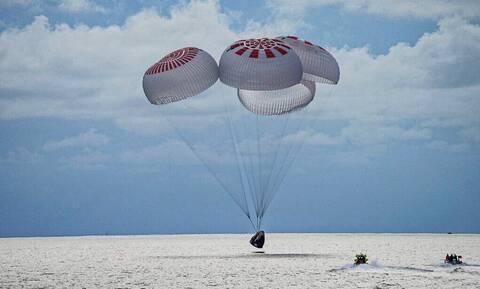 SpaceX: Προσθαλασσώθηκε ανοιχτά της Φλόριντας το σκάφος με τους 4 πρώτους τουρίστες του διαστήματος