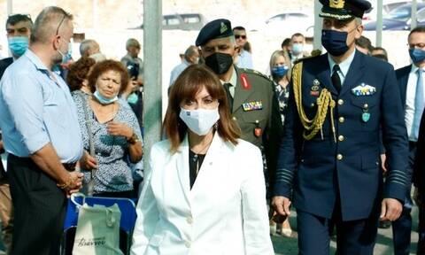Σακελλαροπούλου: Συγκινημένη στην αντιφώνησή της για τα θύματα και τις γυναίκες