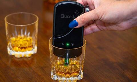 Αυτή είναι ανακάλυψη: Συσκευή που εντοπίζει αν είναι μπόμπα το ποτό!
