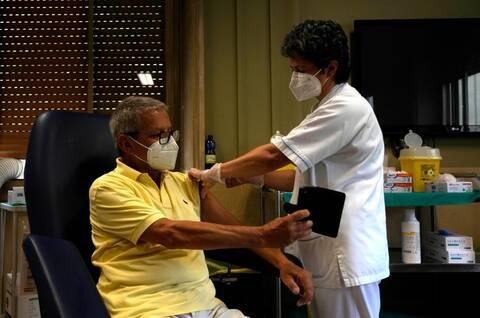 Ιταλία: Το υποχρεωτικό «πράσινο πάσο» οδήγησε σε «έκρηξη» εμβολιασμών