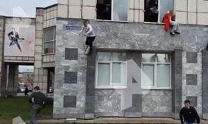 Ρωσία: Επίθεση ενόπλου με νεκρούς σε πανεπιστήμιο - Κρεμιούνται από τα παράθυρα για να σωθούν