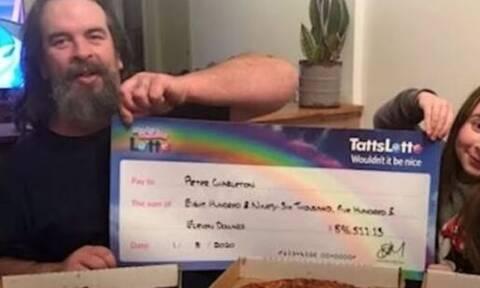 Κέρδισε 900.000$ αλλά αποφάσισε να τα χαρίσει σε συγγενείς, φίλους και άγνωστους (vid)