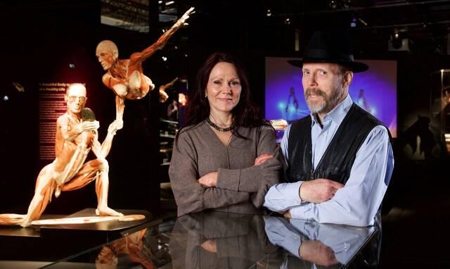 Οι δημιουργοί της έκθεσης, Δρ. Angelina Whalley και Δρ. Gunther von Hagens