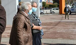 Τρίτη δόση: «Πράσινο φως» για ηλικιωμένους σε δομές φροντίδας, άτομα άνω των 60 και υγειονομικούς