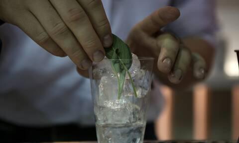 Η ΕΛΑΣ «ξήλωσε» κύκλωμα που πουλούσε ποτά «μπόμπες» στην Αθήνα - Από τεκίλα μέχρι ούζο και μαστίχα