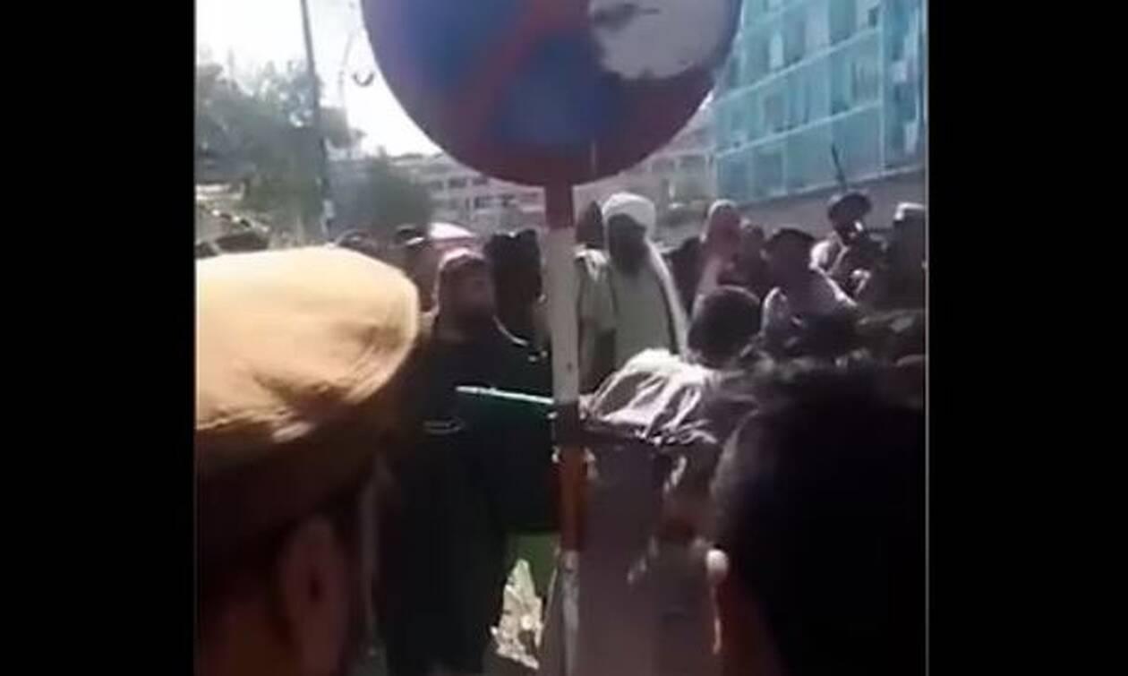 Αφγανιστάν: Ταλιμπάν μαστίγωσαν δημόσια άνδρα που κατηγορείται ότι έκλεψε κινητό τηλέφωνο (vid)