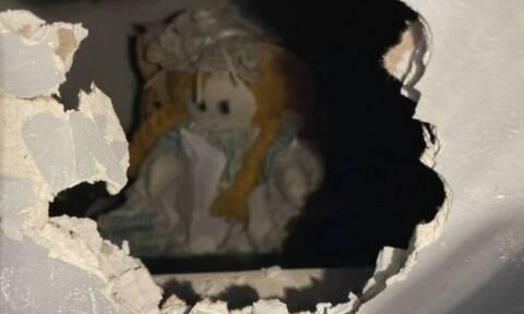Μπήκε στο νέο σπίτι και ανακάλυψε ανατριχιαστική κούκλα με σημείωμα: «Σκότωσα τους προηγούμενους»