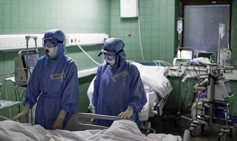 В России впервые с 26 августа зарегистрировали более 800 смертей из-за COVID-19 за сутки