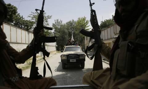 Αφγανιστάν: Οι Ταλιμπάν γυρίζουν τη χώρα πίσω στον τομέα των ανθρωπίνων δικαιωμάτων καταγγέλλουν ΜΚΟ