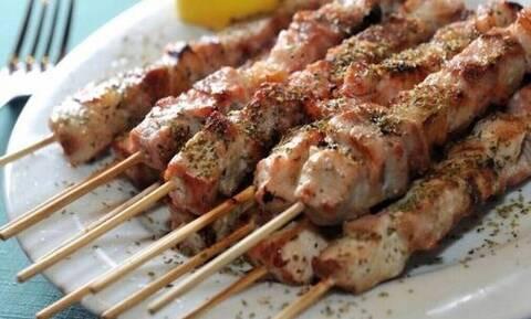 Σουβλάκι: Αυξάνεται η τιμή στο αγαπημένο φαγητό των Ελλήνων – Πόσο κοστίζει