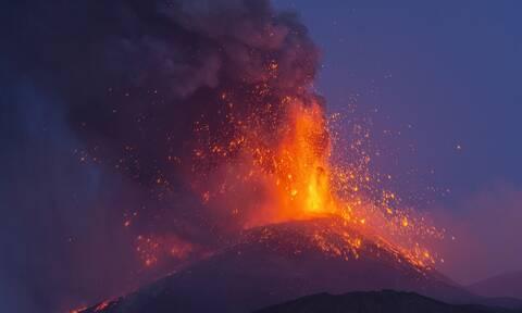 Ηφαίστεια: «Ξύπνησε» και η Αίτνα, συνεχίζει να βρυχάται η Λα Πάλμα – Δείτε LIVE εικόνα