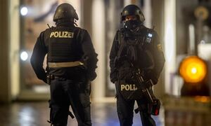 Συναγερμός στη Γερμανία: Αναφορές για ομήρους σε λεωφορείο