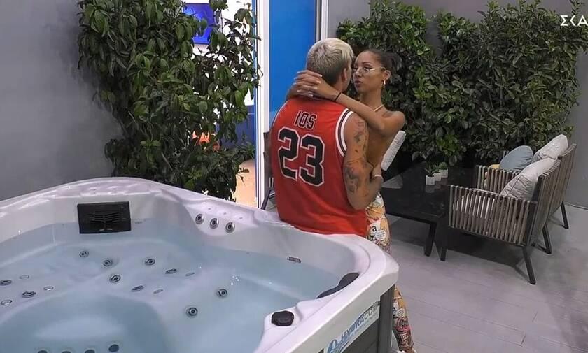 Big Brother: «Καυτές» στιγμές στο δωμάτιο του αρχηγού (videos)