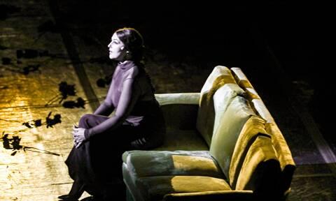 Τετ α τετ Μπελούτσι-Βίσση στο Ηρώδειο μετά την παράσταση - Χαμογελαστές, πιασμένες χέρι-χέρι