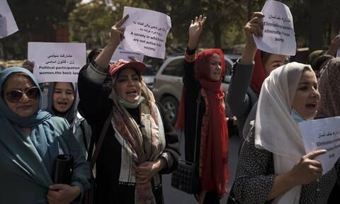 Υπουργείο Εξωτερικών: Στην Ελλάδα 7 γυναίκες βουλευτές από το Αφγανιστάν – Έφτασαν μέσω Τιφλίδας