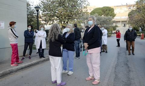 «Θωρακίζονται» εκπαιδευτικοί και γιατροί από τους μη εμβολιασμένους