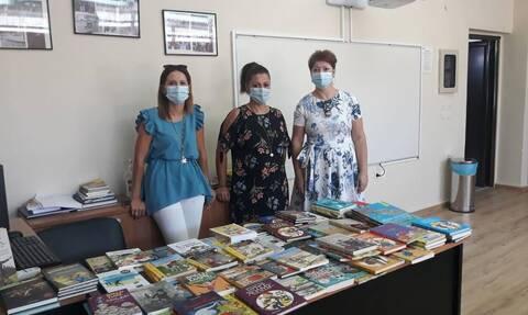 Το πρωθυπουργικό γραφείο έστειλε βιβλία, στα παιδιά, στον Αρχάγγελο Ρόδου