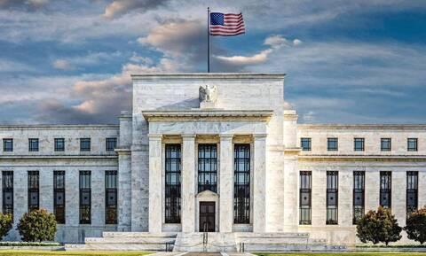 Το 2022 αντί για το 2023 βλέπει την πρώτη αύξηση επιτοκίων η Fed