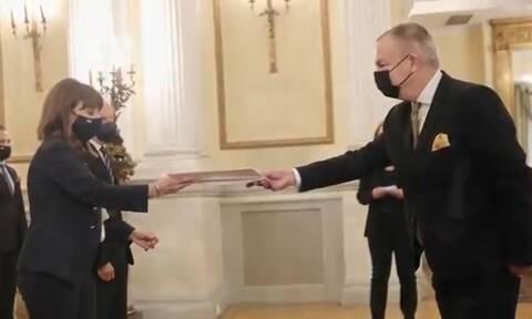 Ο νέος Βρετανός Πρέσβης Μάθιου Λοτζ επέδωσε τα διαπιστευτήριά του στην Πρόεδρο της Δημοκρατίας