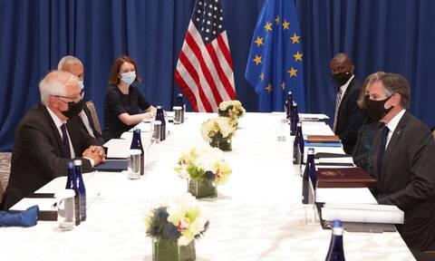 Η ΕΕ καλεί στην «ενίσχυση της εμπιστοσύνης» με την Ουάσινγκτον μετά τη γαλλο-αμερικανική κρίση
