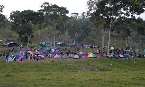 Σχεδόν 19.000 μετανάστες είναι εγκλωβισμένοι κοντά στα σύνορα Κολομβίας - Παναμά