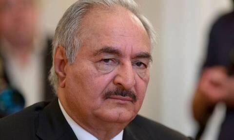 Λιβύη: Ο Χαλίφα Χαφτάρ καταθέτει «προσωρινά» τα όπλα και διεκδικεί την προεδρία