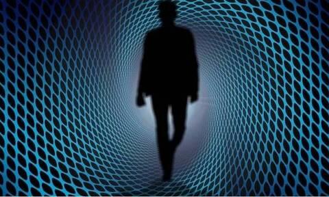 Ταξιδιώτης του χρόνου από το 2027 ισχυρίζεται ότι είναι ο τελευταίος άνθρωπος στη Γη (vid)