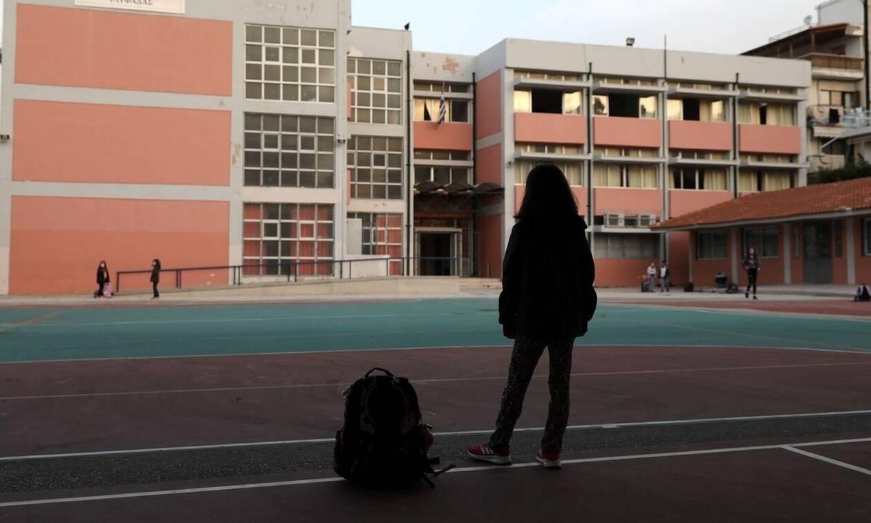 Κλειστά σχολεία: «Παντού υπάρχουν ενεργά κρούσματα»,  λέει ο Αντιδήμαρχος Συκέων στο Newsbomb.gr