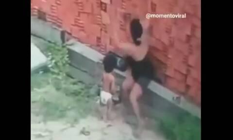 Η θυσία της μάνας: Έσωσε τον γιο της από τοίχο που κατέρρευσε πάνω τους