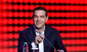 Ο ΣΥΡΙΖΑ μελετάει τις δημοσκοπήσεις και χαμογελάει στα κρύφα