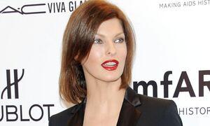 Linda Evangelista: Στο πλευρό της διάσημα μοντέλα μετά την παραμόρφωσή της - Μπράβο για το κουράγιο