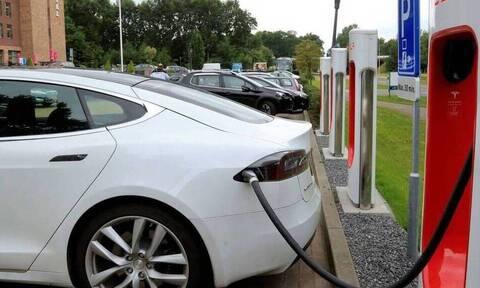 Το υψηλό κόστος ενός ηλεκτρικού αυτοκινήτου παραμένει το μεγαλύτερο πρόβλημα για την απόκτησή του
