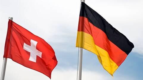 Εκλογές στη Γερμανία: Οι Γερμανοί εκατομμυριούχοι «φυγαδεύουν» χρήματα στην Ελβετία