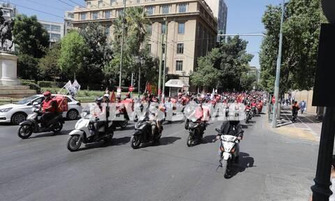 Απεργία στον επισιτισμό: Μοτοπορεία στο κέντρο της Αθήνας