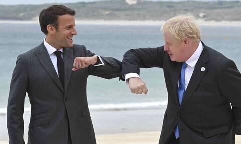 Αναθέρμανση των σχέσεων Γαλλίας - Ηνωμένου Βασιλείου: Τι συζήτησαν Μακρόν - Τζόνσον