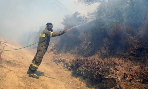Κοζάνη: Σε εξέλιξη η φωτιά σε θαμνώδεις εκτάσεις