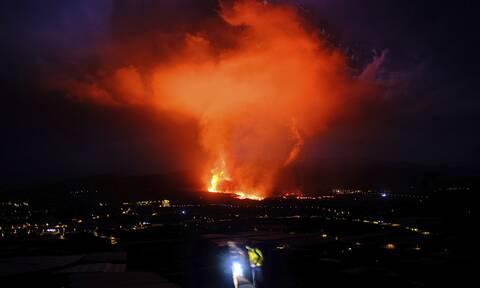 Ισπανία: Ποτάμια λάβας ρέουν από το ηφαίστειο της Λα Πάλμα - Συγκλονιστικές live εικόνες