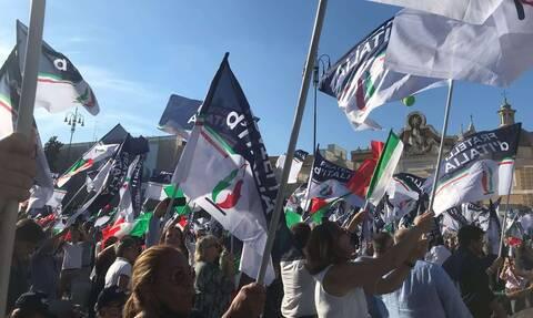 Ιταλία: Ένταση στη διαδήλωση 1.500 αντιεμβολιαστών στο Μιλάνο