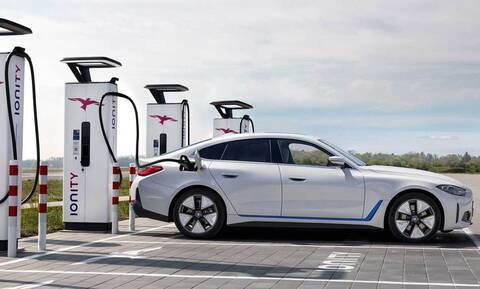 Γιατί η BMW λέει ότι 600 χιλιόμετρα αυτονομίας στα ηλεκτρικά είναι αρκετά;