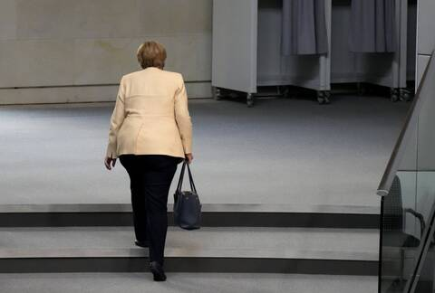 H Mέρκελ φεύγει μετά απο 16 χρόνια