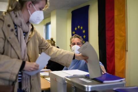 Oι Γερμανοί ψηφίζουν για τον διάδοχο της Μέρκελ
