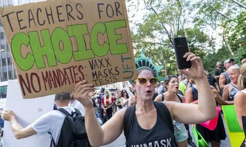 Διαδηλωτές κατά του υποχρεωτικού εμβολιασμού στη Νέα Υόρκη