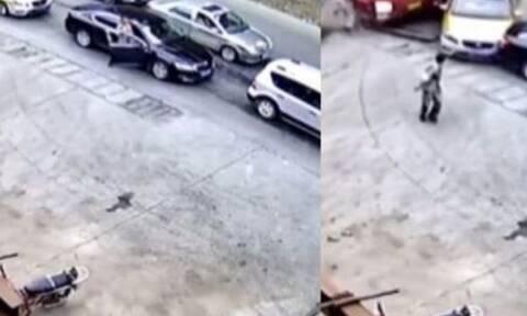 Οδηγός προλαβαίνει να γλιτώσει από φορτηγό για λίγα δευτερόλεπτα και ακολουθεί καραμπόλα (vid)