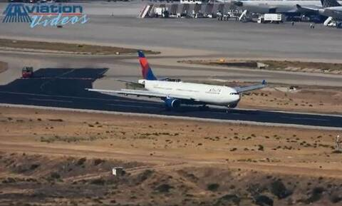 Bίντεο ντοκουμέντο με την αναγκαστική προσγείωση του αεροπλάνο της Delta στο «Ελ. Βενιζέλος»